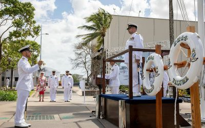 HMAS Cairns farewells HMA Ships Paluma and Mermaid